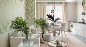 Właściciele traktują ten 75-metrowy apartament w Sopocie jako weekendową odskocznię. Z przyjemnością oddali projekt wnętrz i dobór kolorów, materiałów oraz detali w ręce profesjonalistów, którzypostawili na styl botaniczny.