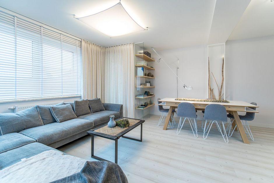 Dwupoziomowe mieszkanie w porcie - wnętrza z klimatem