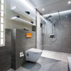 JomoTech Hygienic – toaleta z funkcją bidetu oraz stelaż podtynkowy w zestawie, do wyboru trzy modele ceramikil; z deską typu softclose. Fot. Werit