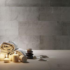 Delikatny wzór - lekko wypukły będzie dekoracją łazienkowej ściany. Sprawdzi się w nowoczesnym wnętrzu. Fot. Apavisa