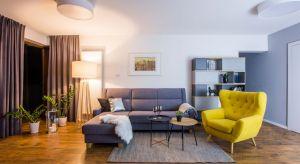 Projektantki postawiły na efektowną prostotę i funkcjonalność stylu skandynawskiego. W mieszkaniu o powierzchni 73 m kw. zastosowano materiały, które łatwo utrzymać w czystości. Taki był główny wymóg inwestorów, rodziców dwójki dzieci.