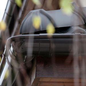 Jesienią czyścimy rynni i konserwujemy je przed zimą. Fot. Galeco