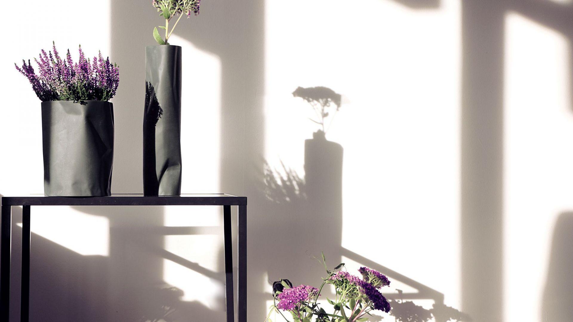 Piękne porcelanowe wazony - kolekcja Pogięty. Fot. Ćmielów Design Studio