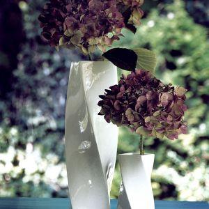 Piękne porcelanowe wazony - kolekcja Twist. Fot. Ćmielów Design Studio