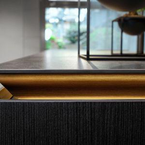 Koncepcja New Handle-Free SieMatic umożliwia dobór różnorodnych zestawień materiałów, faktur i kolorów zabudowy kuchennej. Fot. SieMatic /Studio Forma 96