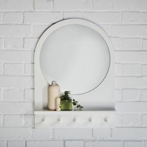 Saltröd to lustro z półką i hakami. Fot. IKEA