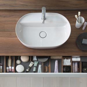 Luv – owalna umywalka nablatowa z materiału DuraCeram® o subtelnych liniach i obszernym wnętrzu.  Fot. Duravit