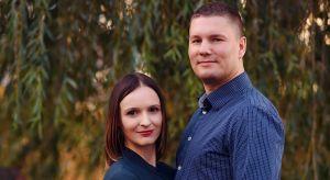 Estera i Robert Sosnowscy prowadzą wspólnie pracownię Studio Projekt. Projektują wnętrza, które są zgodne nie tylko z preferencjami Klientów, ale także z zasobnością ich portfeli. Zapewniają kompleksową obsługę w trakcie realizacji projektu