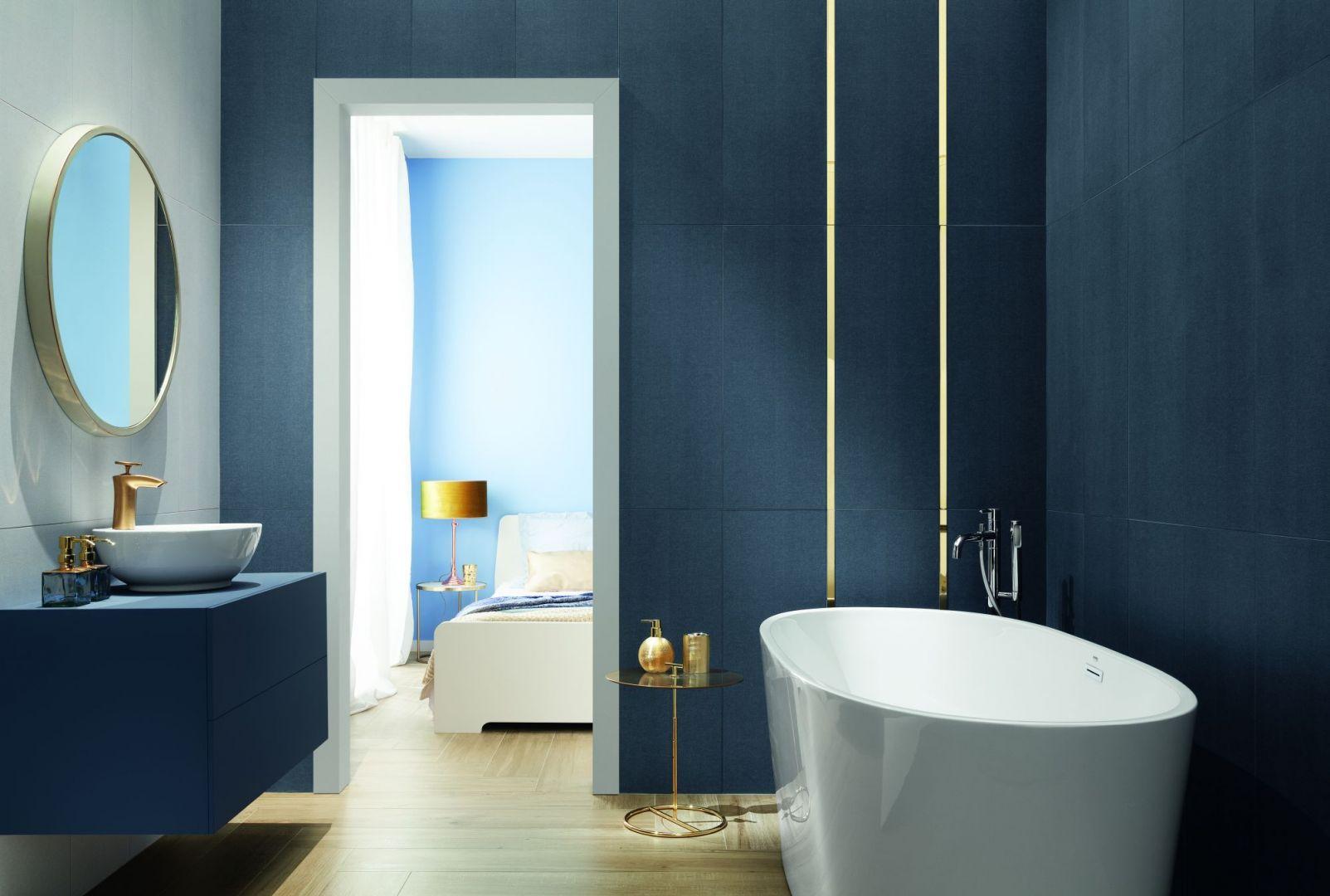 Nowoczesna łazienka - elementy w kolorze złota - kolekcja House of tones navy. Fot. Tubądzin