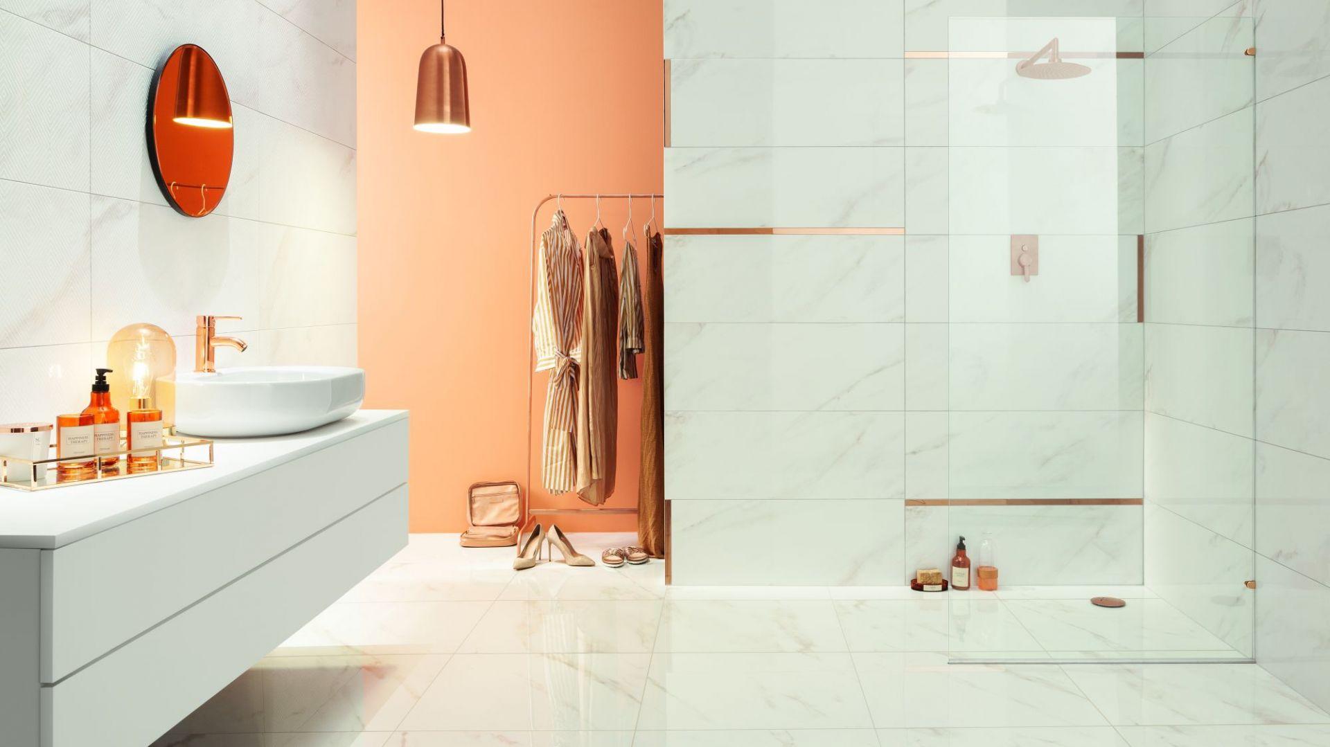 Nowoczesna łazienka - elementy w kolorze złota - kolekcja Serenity. Fot. Tubądzin