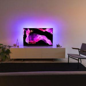 Niezwykłe doznania dla oka i ucha oferuje nowy telewizor OLED+ 903. Fot. Philips