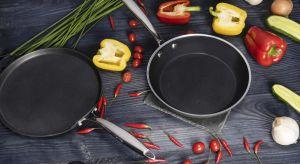 Trudno nie doceniać wysokiej jakości domowych sprzętów, szczególnie gdy wchodzą one w skład wyposażenia kuchni. Garnki i patelnie używane każdego dnia na kuchenkach lub w piekarnikach, myte i przekładane z miejsca na miejsce są szczególnie na