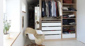 Garderoba jako osobna przestrzeń przeznaczona na przechowywanie ubrań jest bardzo pożądanym pomieszczeniem w domu czy mieszkaniu. Tradycyjne, zabudowane szafy powoli odchodzą w zapomnienie.