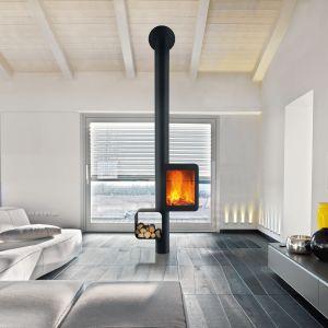 Kominek Grappus marki Focus przystosowany jest do instalacji w domach niskoenergetycznych. Kominek posiada znakFlamme verte, który gwarantuje wysokie parametry grzewcze przy niskiej emisji CO2. Fot. Koperfam