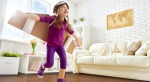 Przygotowującsię na pojawienie się w domu dziecka, warto pamiętać, że aranżacja pokoju dziecięcego to jednak nie wszystko. Równie istotne jest przystosowanie całegomieszkania do potrzeb najmłodszego domownika.