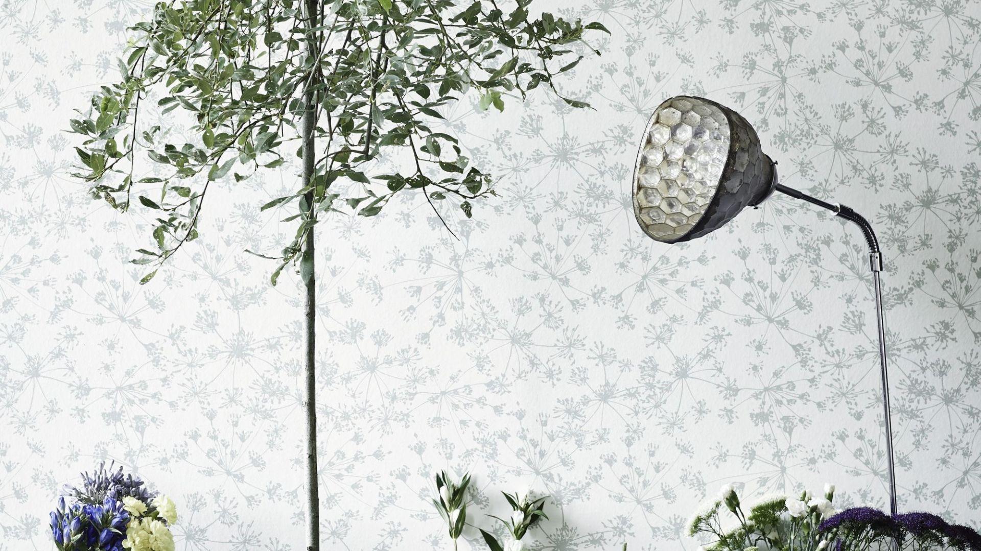 Kolekcję tapet Botanic Garden marki Flügger  zaprojektowała znana projektantka Helene Blanche z wykorzystaniem starych technik – wszystkie wzory namalowano ręcznie z użyciem węgla i akwareli. Fot. Flügger