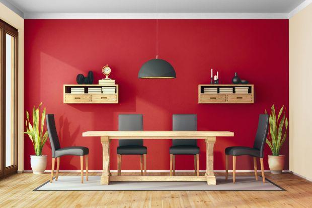 Umiejętnie dobrany kolor we wnętrzu potrafi zdziałać naprawdę wiele. Bez problemu rozświetli pomieszczenie, podkreśli minimalistyczny styl wystroju, a w razie potrzeby wykreuje w domu przytulny, ciepły klimat. Wręcz idealnie na chłodne, jesienne