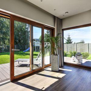 Szczelna stolarka okienna to nie tylko ochrona przed smogiem, ale też mniejsze potrzeby energetyczne, a w konsekwencji – mniejsza emisja szkodliwych substancji do atmosfery. Fot. MS więcej niż OKNA