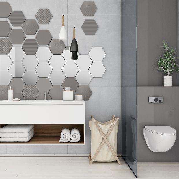 Szkło w łazience: piękne pomysły na aranżację