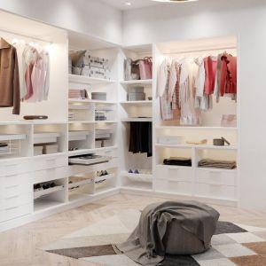 Garderoba Elite z oferty GTV oferuje m.in. specjalne półki na buty, wieszaki, szuflady i organizery. Fot. GTV