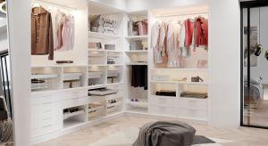 Podpowiadamy, jak użyć akcesoriów takich jak kosze, wieszaki czy organizery tak, aby nasza domowa garderoba była jak najbardziej funkcjonalna.