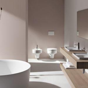 Nowoczesne materiały i bryły wanny Val, umywalek, miski WC i bidetu oraz baterii dają nowe opcje projektowania łazienki. Fot. Laufen