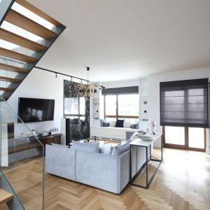 Piękne, przestronne mieszkanie urządzono klasycznie z elementami stylu industrialnego. Projekt: Katarzyna Mikulska-Sękalska. Fot. Bartosz Jarosz