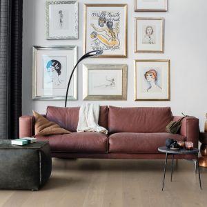 Parkiet z kolekcji Palazzo, z długimi i szerokimi panelami, w kolorze dąb srebrzysty, ekstramatowy. Fot. Quick-Step