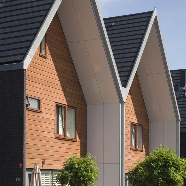 Jak zadbać o drewnianą architekturę w ogrodzie w czasie jesienno-zimowym?