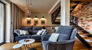 W aranżacji tego 93-metrowego domu w Krakowie prym wiedzie styl skandynawski. Elementy industrialne świetnie wzbogacają wnętrza i nadają im indywidualny charakter.