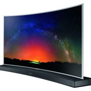 Telewizor SUHD JS9000. Zakrzywiona płaszczyzna ekranu sprawia, że użytkownika otacza obraz, który dopasowuje się do krzywizny oka, tym samym dostarczając niesamowitych wrażeń multimedialnych. Fot. Samsung