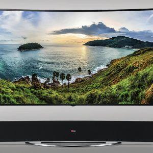 Telewizor LG 105UC9 4K UHD. 105-calowy ekran wypełnia pole widzenia, dzięki czemu wyświetlany obraz osiąga niespotykany dotąd poziom realizmu i jest źródłem zapierających dech wrażeń. Fot. LG
