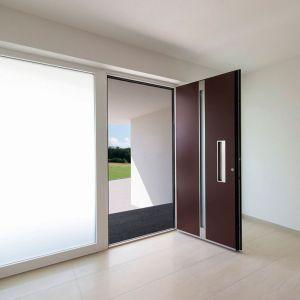 Aluminiowe drzwi wejściowe AT 400/Internorm. Produkt zgłoszony do konkursu Dobry Design 2019.