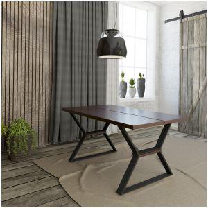 Stół ma ciekawą metalową podstawę z akcentami nawiązującymi do kolorystyki blatu. Do wyboru jest wersja drewniana lub w naturalnej okleinie dębowej. Fot. Mebin