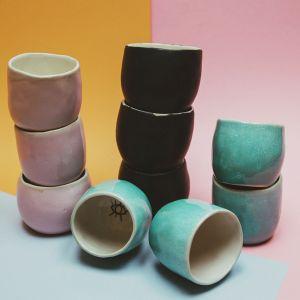 Ceramika Mellow Fever jest ręcznie malowana oraz w pełni stworzona w Tokio, przez Ewelinę Skowrońską. Fot. Mellow Fever