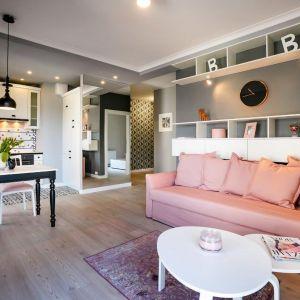 Małe mieszkanie - pomysły na kawalerkę. Projekt: Projekt Monika Madaj. Fot. Piotr Ulanowski