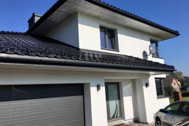 Okna aluminiowe czy z PCV? Wielkogabarytowe przeszklenia i prawie nieograniczone możliwości aranżacyjne czy atrakcyjna cena i doskonałe parametry termoizolacyjne? Już nie musisz wybierać!