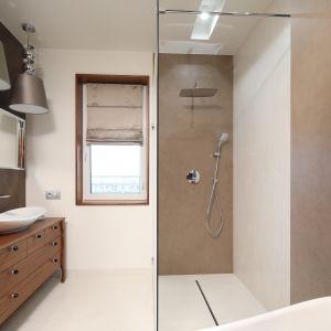 Prysznic w łazience. Projekt: Laura Sulzik. Fot. Bartosz Jarosz