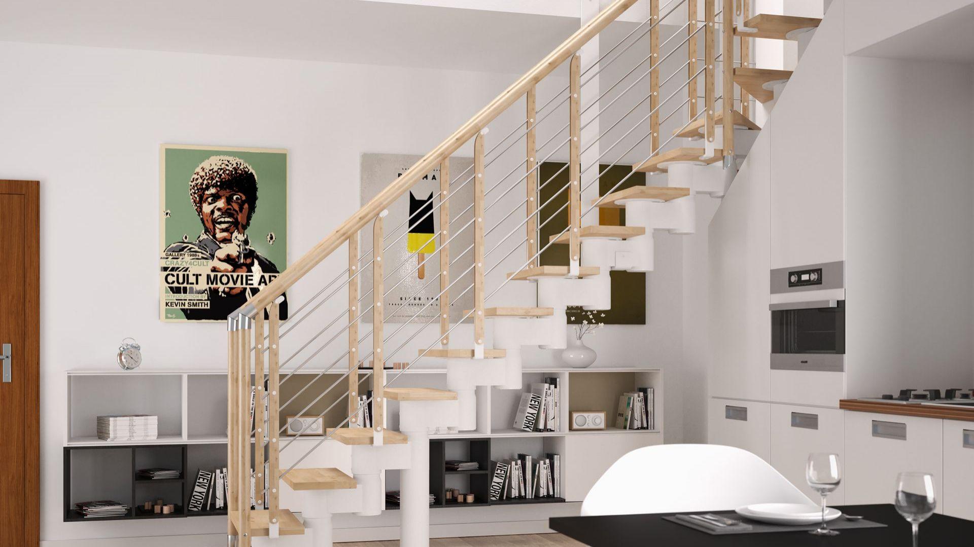 Schody Knock 06 z balustradą Filo drewno. Konstrukcja metalowa w kolorze białym. Stopnie z mozaiki bukowej w kolorze natura. Cena – od 17,2 tys. zł brutto (w ramach promocji listopadowej). Fot. Rintal Polska
