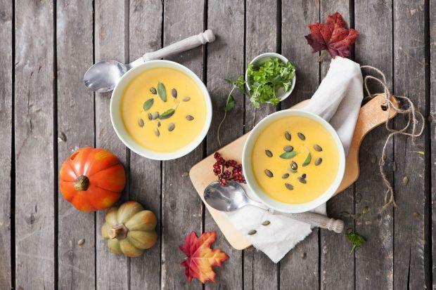Jesienny klimat zdecydowanie sprzyja przyrządzaniu aromatycznych zup. Rozgrzewające, kuszące intensywnymi kolorami i głębokim smakiem, są idealną propozycją na wartościowy i pyszny obiad lub kolację.