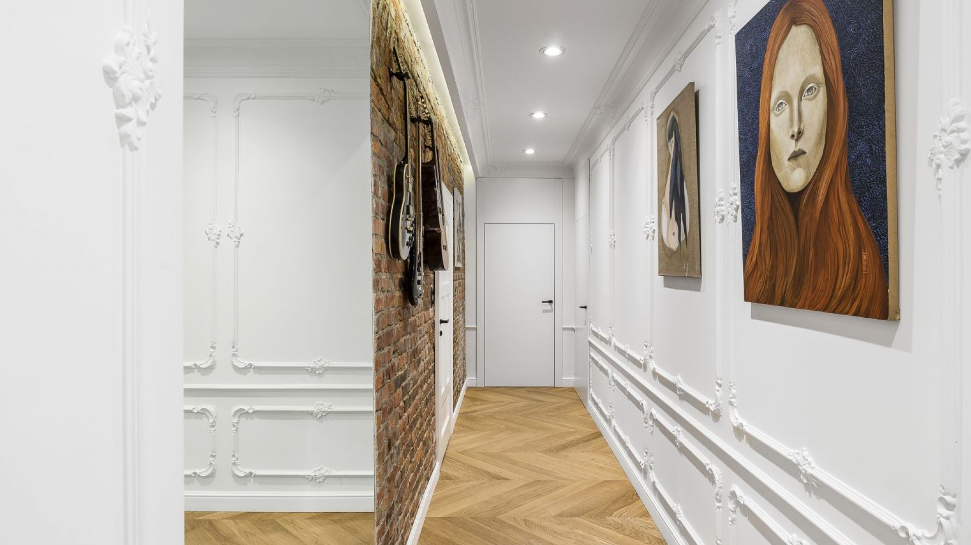"""Aranżacyjną kropką nad """"i"""" są natomiast kolekcjonowane przez właścicieli dzieła sztuki. Projekt: Anna Maria Sokołowska. Fot. Foto&Mohito"""