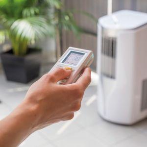 Praktyczny klimatyzator przenośny Tosot nie wymaga prac montażowych; może być ustawiony w dowolnym miejscu w domu. Fot.Tosot