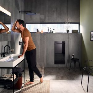 Zenia łączy grzejnik na podczerwień, termowentylator, podgrzewacz i suszarkę do ręczników; obsługa za pomocą dotykowego panelu bądź zdalnie za pomocą aplikacji. Fot. Zehnder