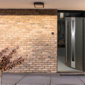 Bezpieczne i komfortowe drzwi zewnętrzne Radex Ivory. Fot. 4iQ