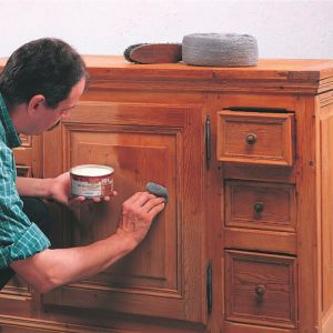 Renowacja mebli za pomocą wosku. Fot. V33