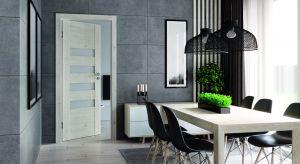 Wnętrza urządzone w stylu loft ujmują niezwykłym klimatem, doborem materiałów i surowością form. Ich nieodłącznymi komponentami są cegła, metal i beton, które wyznaczają industrialny charakter aranżacji.