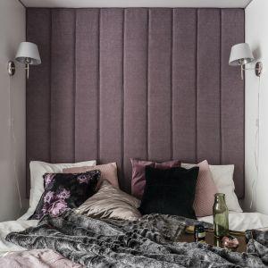 Sypialnię zdobi tapicerowany, różowo-fioletowy zagłówek. Projekt: JT Grupa. Zdjęcia: Foto&Mohito