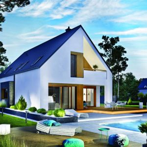 Dom Riko III G2 stylem nawiązuje do modnego kształtu nowoczesnej stodoły – posiada zwartą formę, prosty dach pozbawiony okapów i oszczędną elewację, na której główną rolę odgrywa harmonijne połączenie chłodnej bieli z ciepłym drewnem. Projekt: arch. Artur Wójciak. Fot. Pracownia Projektowa Archipelag