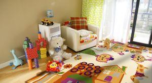 Kolorowy czy monochromatyczny? Gładki czy z bajkowymi wzorami? Puszysty a może z krótkim runem? Podpowiadamy na co zwrócić uwagęwybierając dywan do pokoju dziecka.<br /><br />