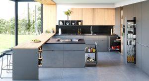 W dobrze zorganizowanej kuchni wszystko powinno być zawsze pod ręką – co nie znaczy: na wierzchu. Poznajcie praktyczne sposoby na przechowywanie.